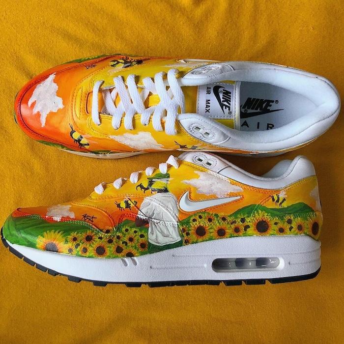 Nike blanche basket dessiné avec tournesols, peinture pour chaussure, idée comment personnaliser ses chaussures