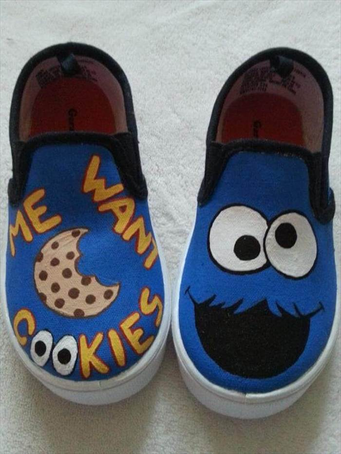 Cookie monstre bleu dessin adorable, basket personnalisée, peinture pour chaussure stylée soi meme