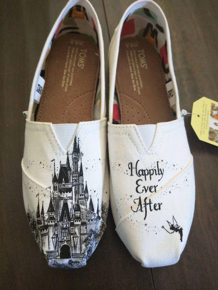Dessin de chateau Disney peinture pour chaussure, loisir créatif basket personnalisée pour elle
