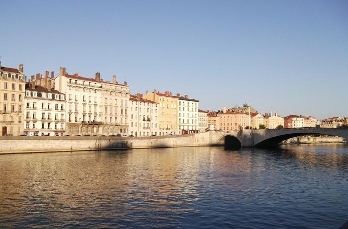 photographie coucher de soleil à Lyon, idée que faire à Lyon, organiser un voyage au sud-est de France avec un transport accessible et rapide