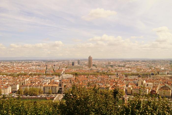 que voir à Lyon, monter une colline dans le Vieux Lyon au pied ou par funiculaire pour observer la ville d'en haut