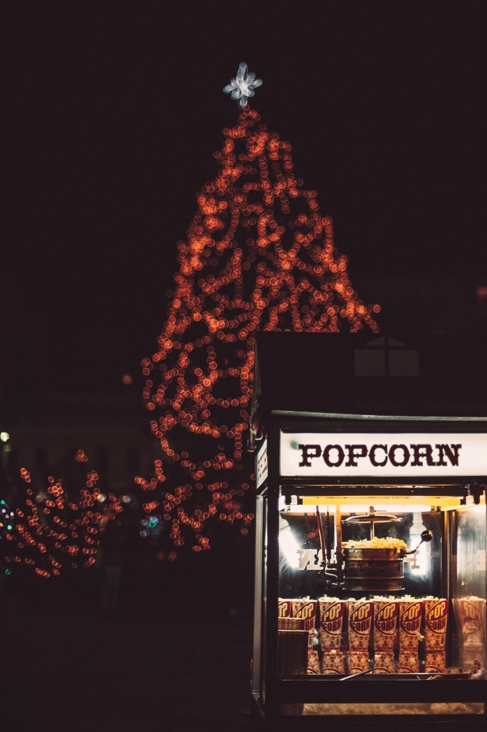idée photo verrouillage d'écran sur thème de Noël, image joyeuses fêtes pour wallpaper smartphone avec photo de nuit