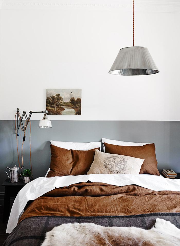 Gris et blanc peinture chambre adulte, couleur peinture chambre adulte avec lit double, linge de lit blanc, brun et gris sombre