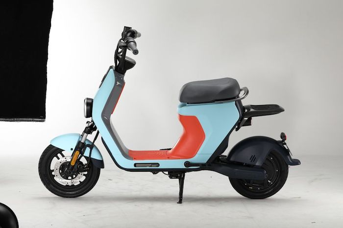 Segway-Ninebot se lance sur le marché du deux roues électrique avec le lancement du scooter eScooter et de la mobylette eMoped