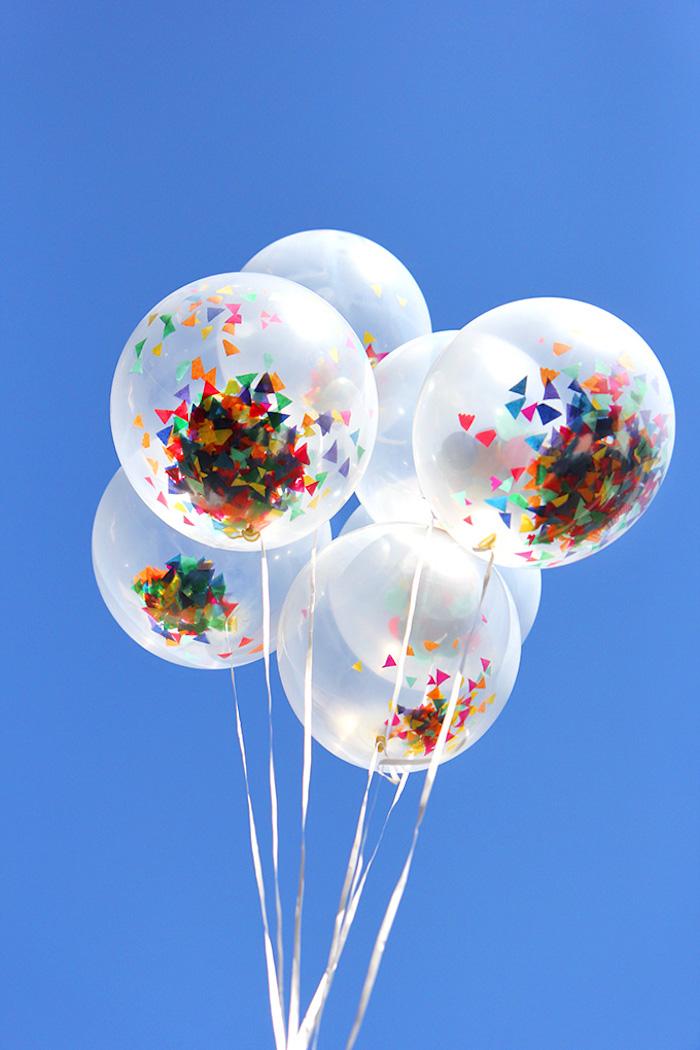 comment faire des ballons aux confettis, idée déco de nouvel an chic a faire soi meme