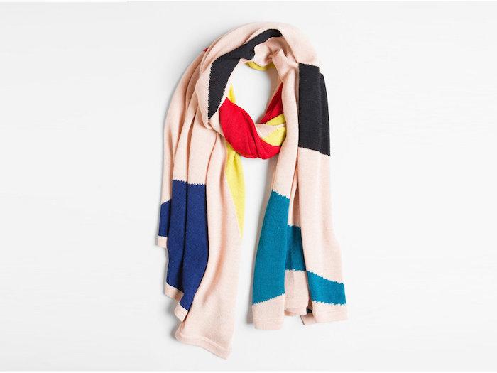 Écharpe coloré en différents tissus, cadeau écolo homme, comment choisir le meilleur cadeau