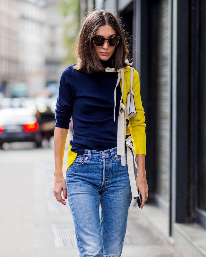 Belle femme cheveux mi longs, blouse bleu et jaune deux couleurs pull original et chic, vetement streetwear, adopter le style streetwear femme