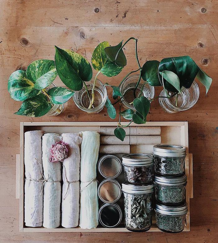 Boite en bois pleine de choses à boire son thé, herbes et thés différents, cadeau fait maison, coffret pour débutant zero dechet original