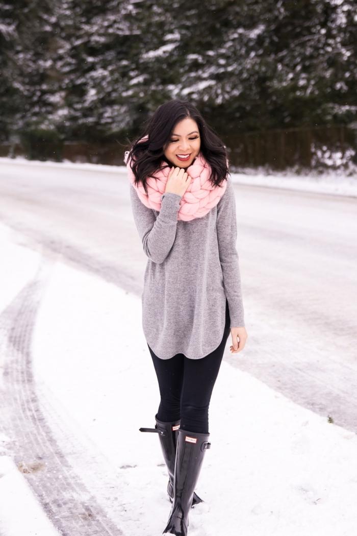 avec quelle couleur associer le gris dans une tenue femme d'hiver de style casual chic en pull long femme gris