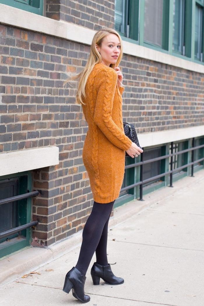 couleur tendance automne hiver 2019 cheddar foncé, modèle de pull jaune moutarde à design robe torsadée