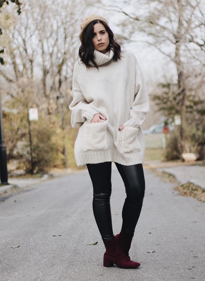 exemple comment porter un pull long femme à design oversize et col roulé avec un pantalon en simili cuir noir