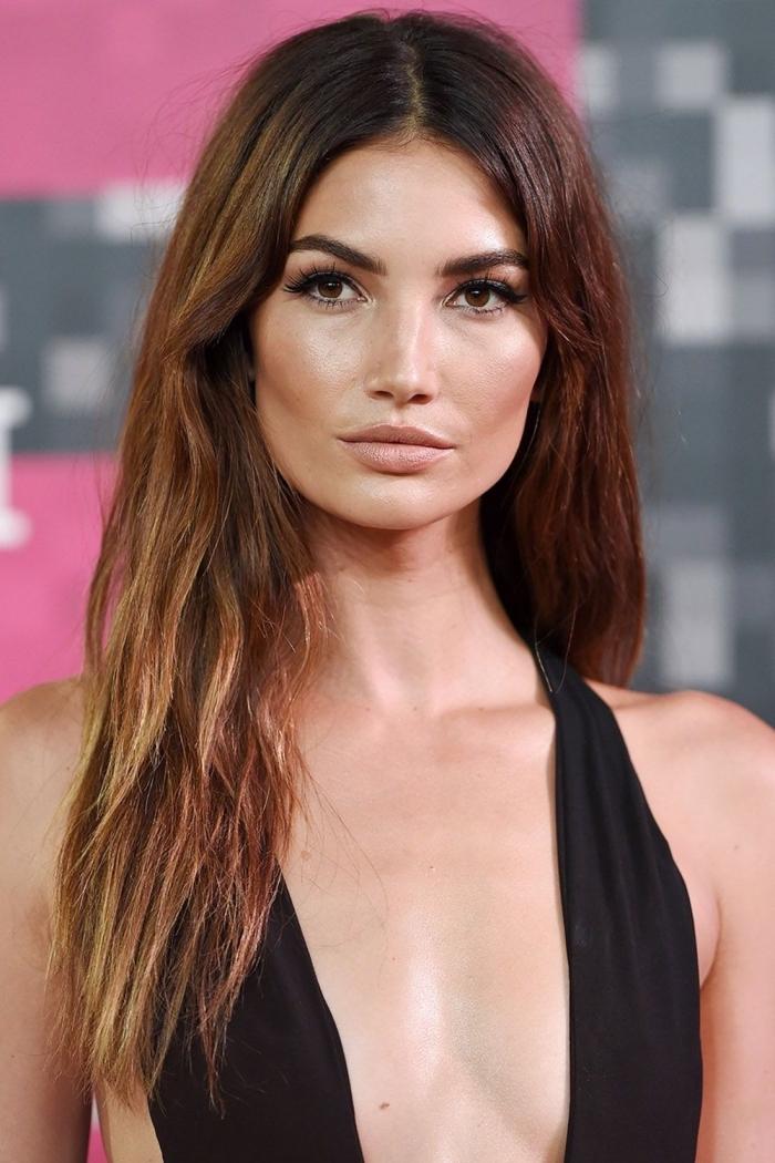 Longs cheveux lisses avec un peu d'ondes, carré long femme, tendance coiffure 2020, image coupe de cheveux