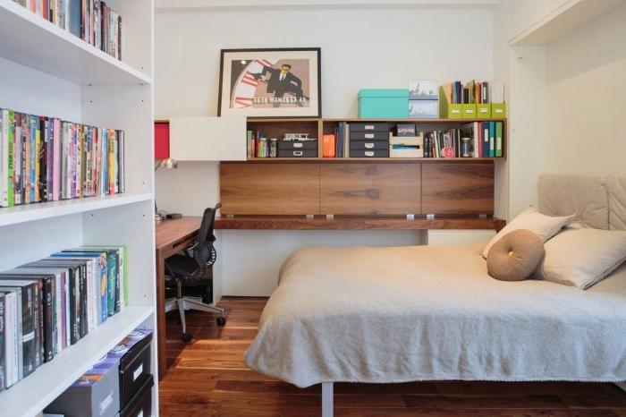 exemple comment décorer une petite chambre blanche avec meubles en bois et bureau avec étagère fait main