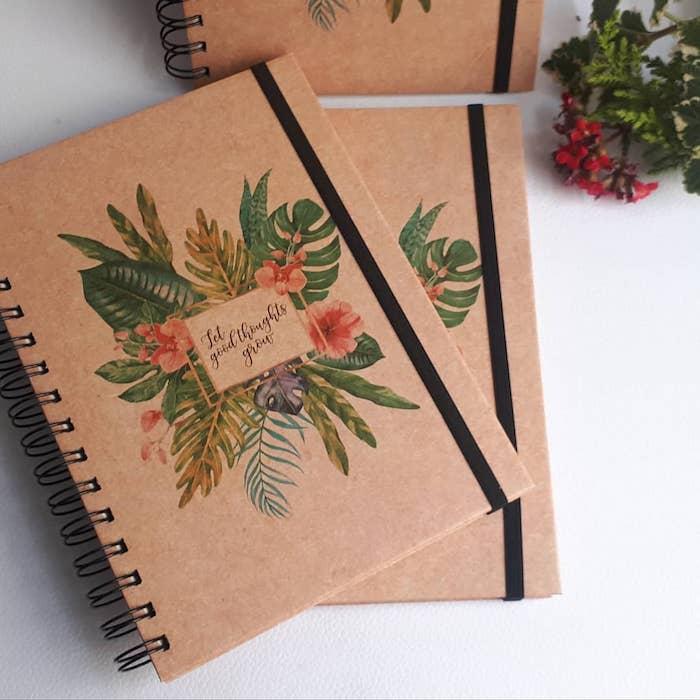 Cahier en papier recyclé, diy cadeau noel, comment emballer le cadeau zero dechet