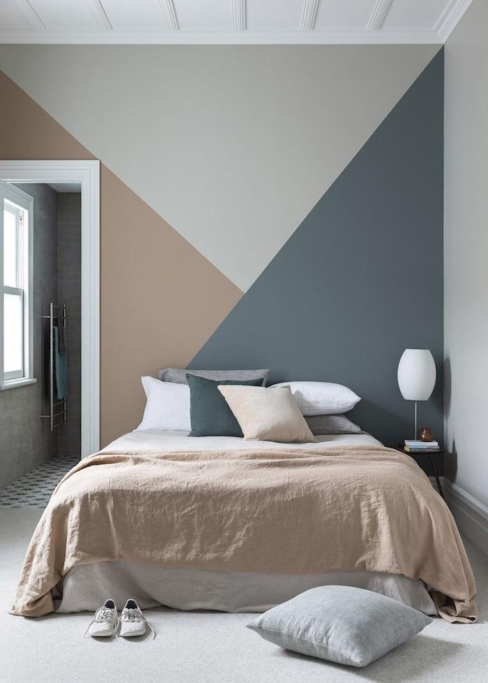 Trois couleurs qui s'associent parfaitement, quelle couleur pour une chambre à coucher, comment disposer 2 couleurs dans une chambre adulte