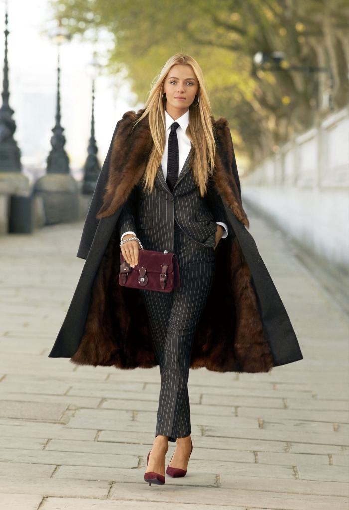 ensemble tailleur pantalon femme de couleur noir, comment bien s'habiller femme élégante en costume 2 pièces