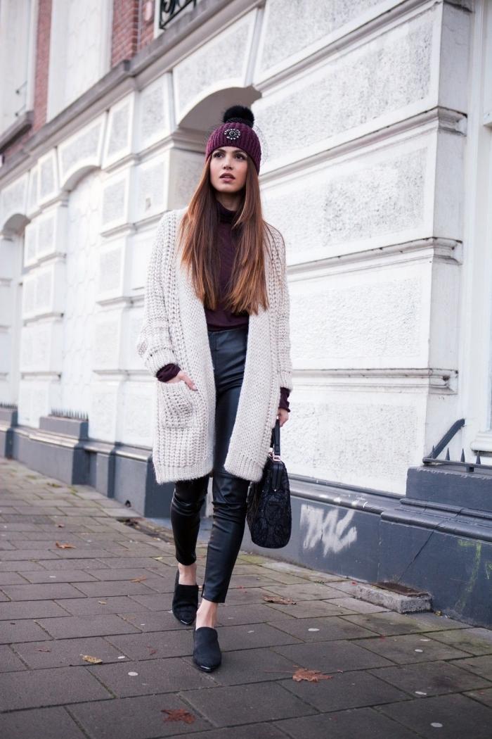 style vestimentaire casual chic en pull laine femme gilet et pantalon cuir, accessoire mode d'hiver de couleur tendance burgundy