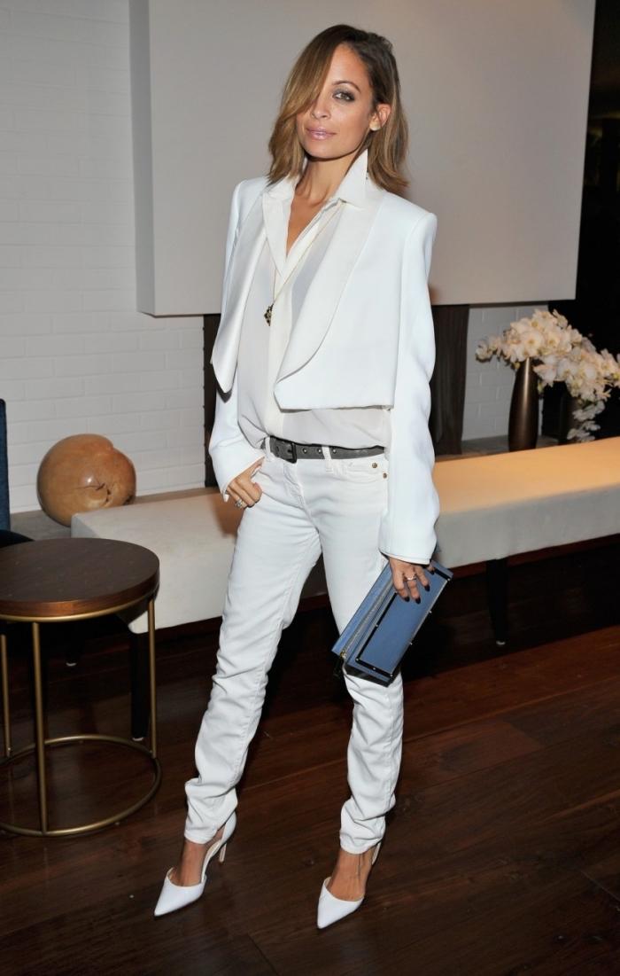 modèle de pantalon habillé femme blanc combiné avec veste smoking blanc, idée de tenue total blanc femme élégante