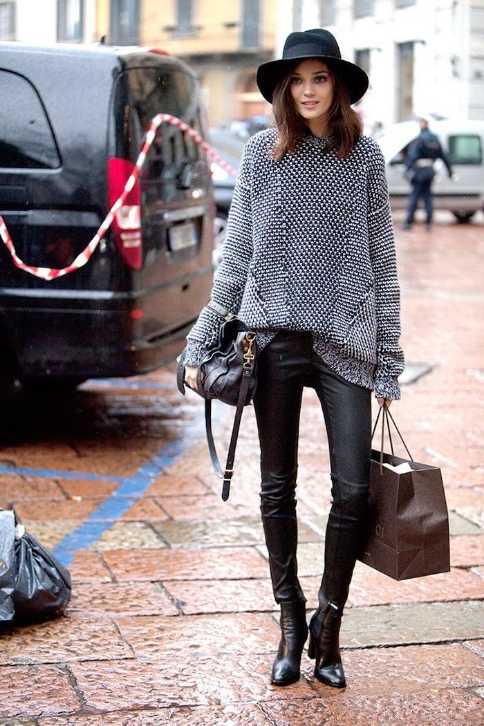 Pantalon cuir noir et pull grande taille, vetement stylé, tenue sport femme, décontracté chic look swag