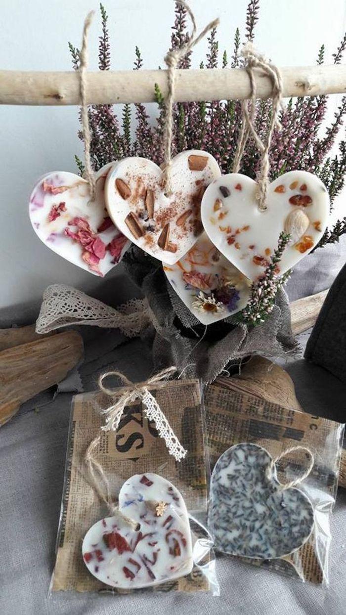 Savon diy cool idée à la forme de coeur, cadeau a faire soi meme pour un anniversaire, cadeau ecolo