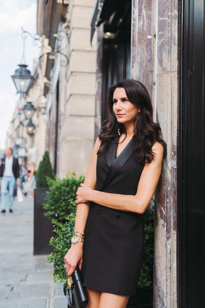 modèle de tailleur femme classe avec roba sans manches à design blazer long, idée tenue femme invitée élégante