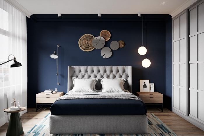 peindre une chambre en deux couleurs tendances, décoration chambre parentale en bleu minuit et blanc avec accents en gris