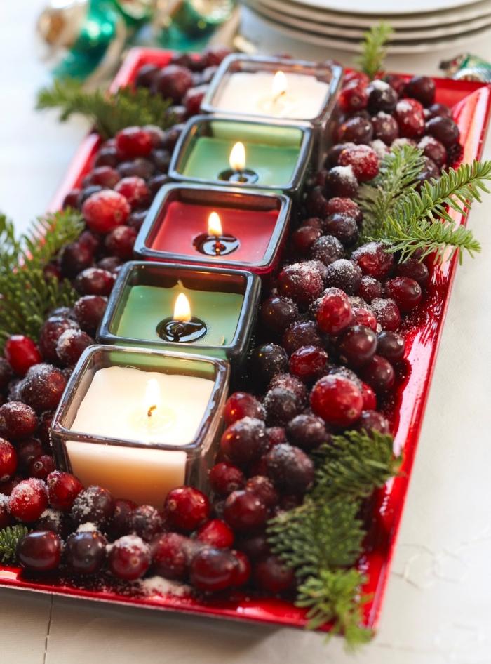 idée de composition décorative pour Noël avec fruits et bougies colorées, décoration de table idées faciles à réaliser