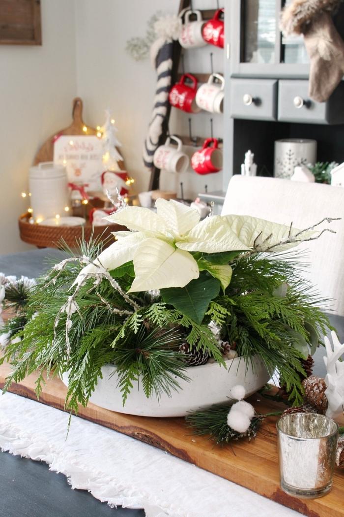 décoration de noel à fabriquer soi meme avec produits naturels, diy arrangement avec branches de sapin et pommes de pin