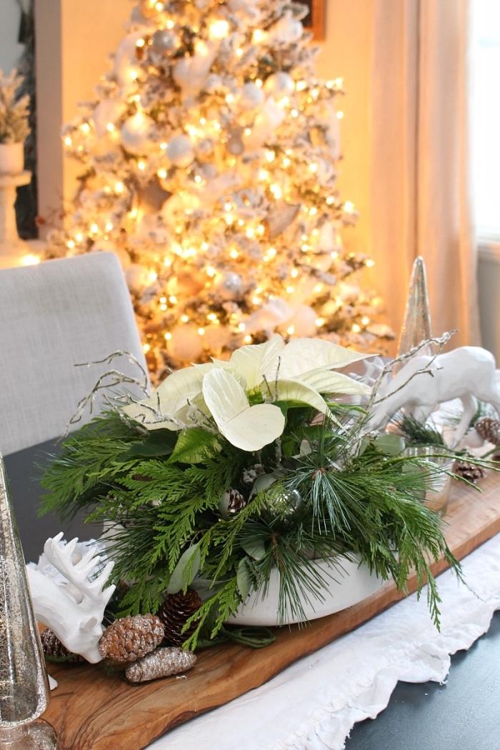 idée de deco table de noel facile avec arrangement floral DIY, exemple decorer sa maison pour noel de style moderne