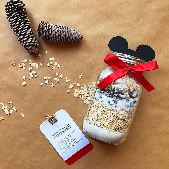 Mix pour préparer des cookies dans un bocal avec oreilles mickey, diy zero dechet, originale idée de cadeau personnalisé et écolo