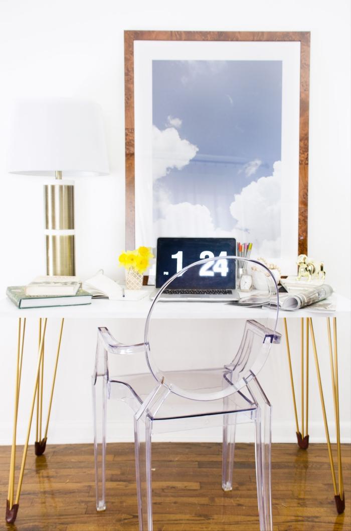exemple comment aménager une chambre féminine avec bureau fait maison à plan de travail blanc et pieds dorés