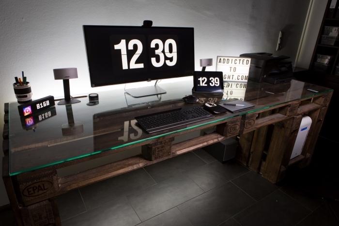 comment décorer un bureau à domicile de style masculin avec meuble diy en palette et verre, idée bureau à faire soi-même