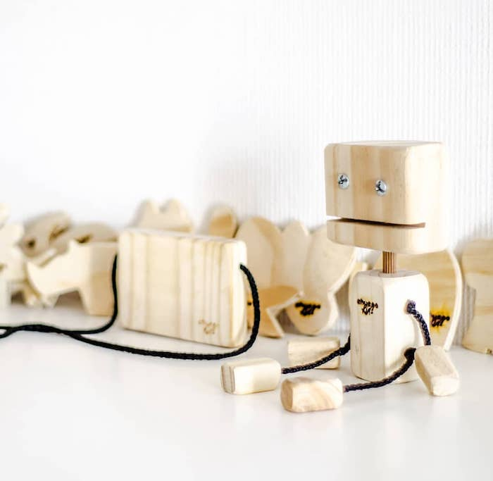 Jouet bois robot, idée cadeau a fabriquer sois meme, cadeau eco responsable