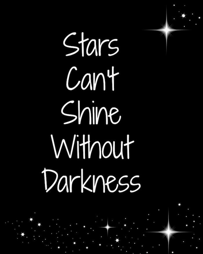 Les étoiles eux memes ne peuvent pas briller sans le sombre, idée citation noir et blanc pour fond d'écran, inspiration fond sombre