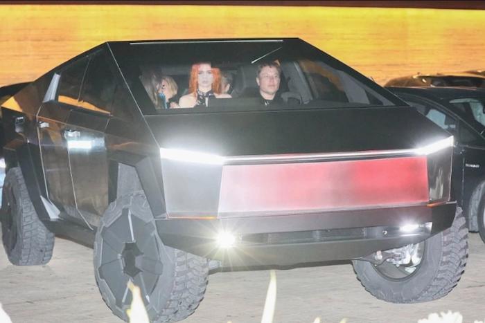 Elon Musk et son Cybertruck ont été aperçus pour la première fois dans les rues de Los Angeles