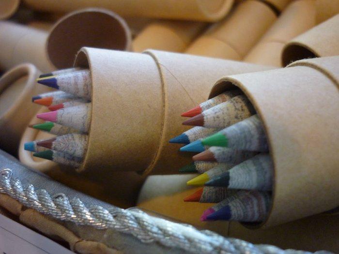 Crayons zéro déchet en papier recyclé, cadeau de noel a fabriquer facile, diy zero dechet facile et rapide