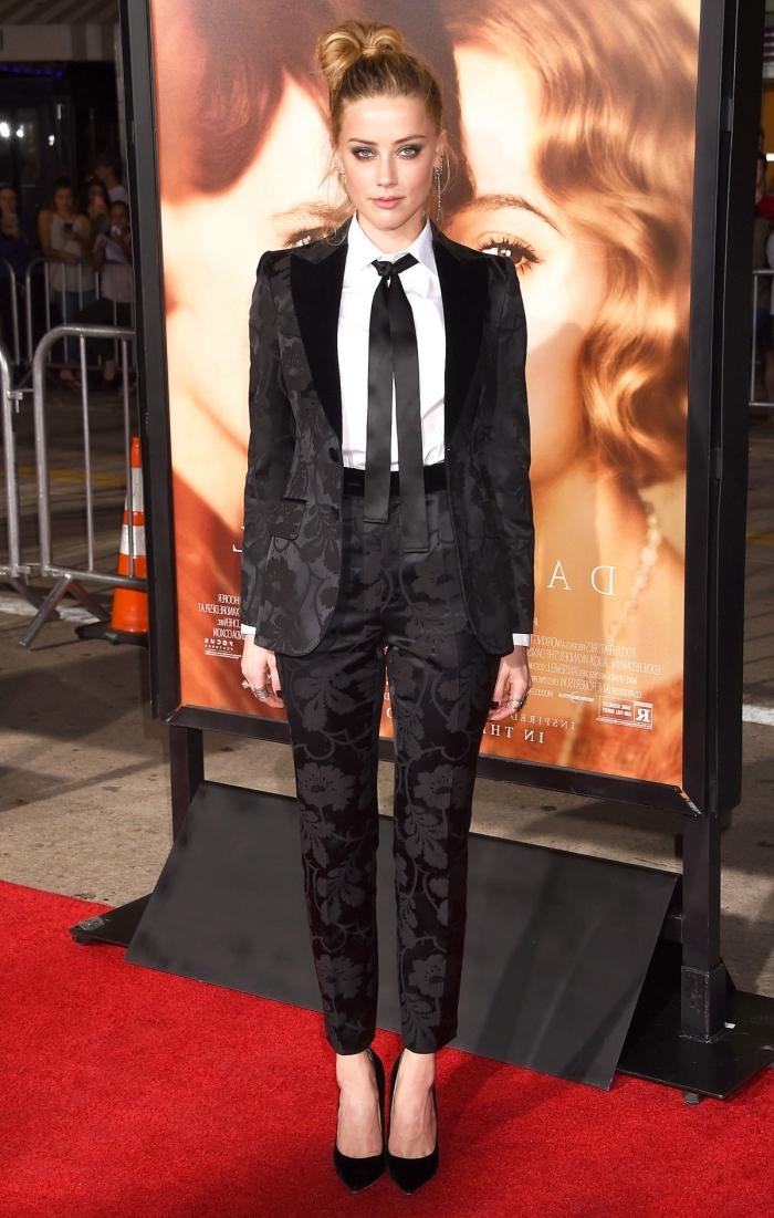 tenue classe femme en costume 2 pièces noir avec chemise blanche, modèle d'ensemble tailleur femme noir à design fleuri