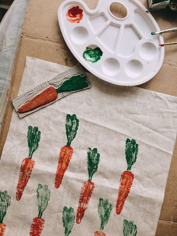 Tissu en lin avec emprunté diy pochoir carotte, idee cadeau fete des meres, etre eco responsable avec les cadeaux