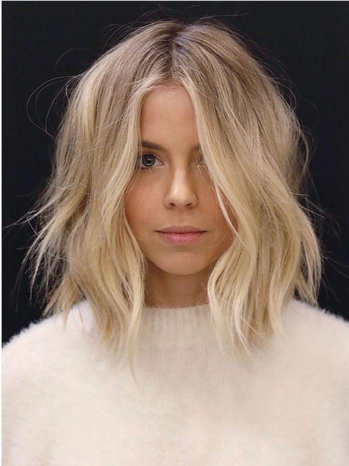 Carré dégradée sur cheveux blonds, modele coiffure femme, coupe de cheveux long femme ondulés