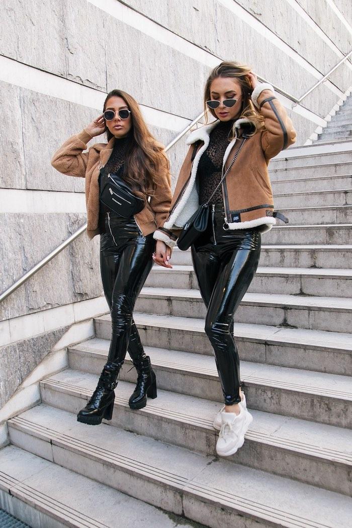 Pantalon cuir noir, idée look tendance, tenue swag femme, ensemble de sport femme,