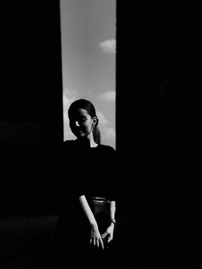 Telecharger une image gratuite de femme, idée fond d'écran noir et blanc, idée fond ecran stylé