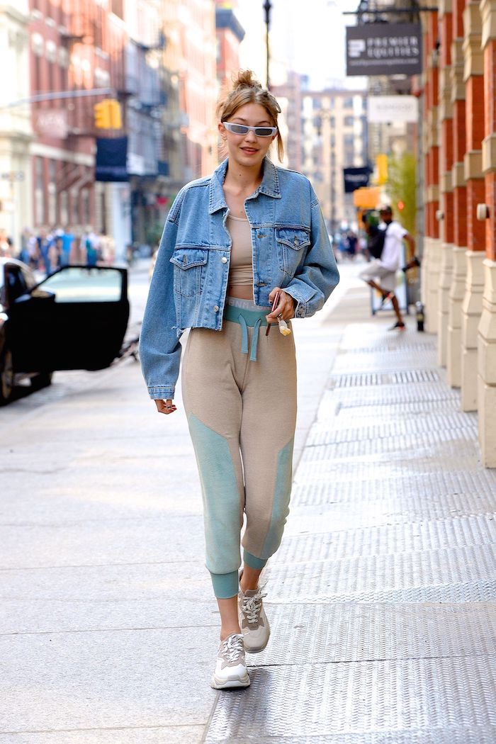 Gigi Hadid en tenue streetwear, vetement style urbain femme célèbre bien habillée en hiver et toujours en effet