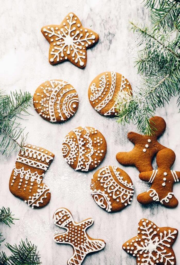 recette pain d épice sans gluten avec decoration de glaçage royal à la poche, idee biscuit sans farine blanche et sucre
