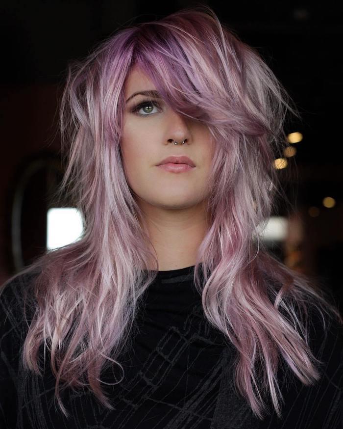 Rose-violet coloration cheveux, idée coupe de cheveux long femme, coupe de cheveux femme 2020