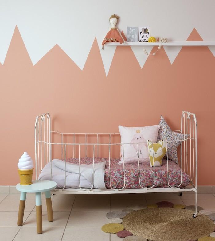 Rose et blanc peinture murale pour la chambre bébé, couleur mur chambre, idée peinture chambre à coucher