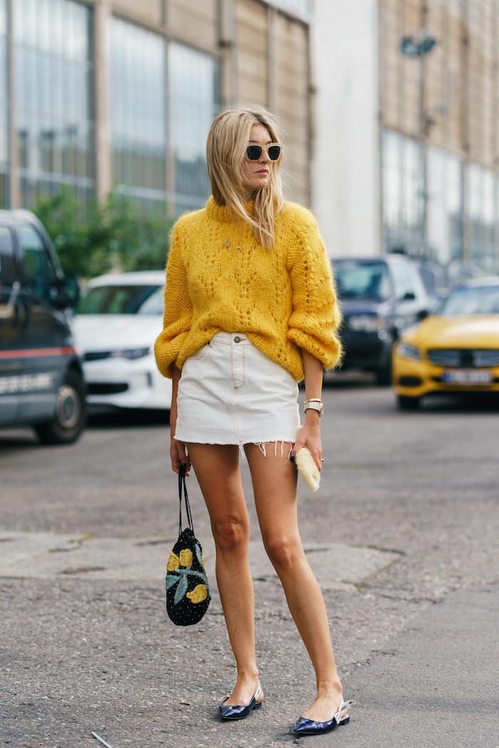 Jupe blanche en jean, ensemble sport femme, urban style moderne femme bien habillée