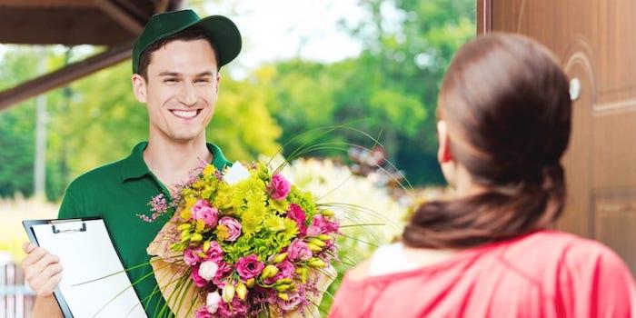 Même à distance, offrir un bouquet de fleurs est possible grâce aux services de livraison