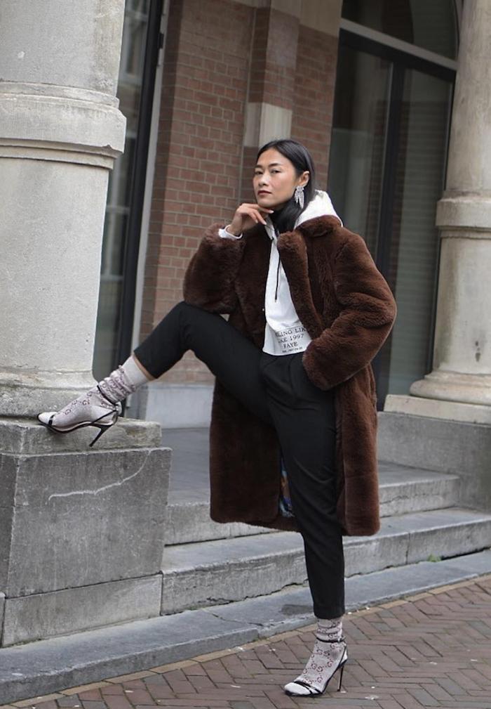 Sandales et chaussettes tenue d'hiver, vetement americain street style new york, vetement sport femme