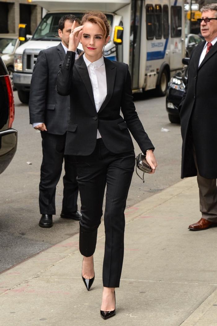 modèle de tailleur femme mariage, tenue femme invitée classe en costume 2 pièces noir avec chemise blanche