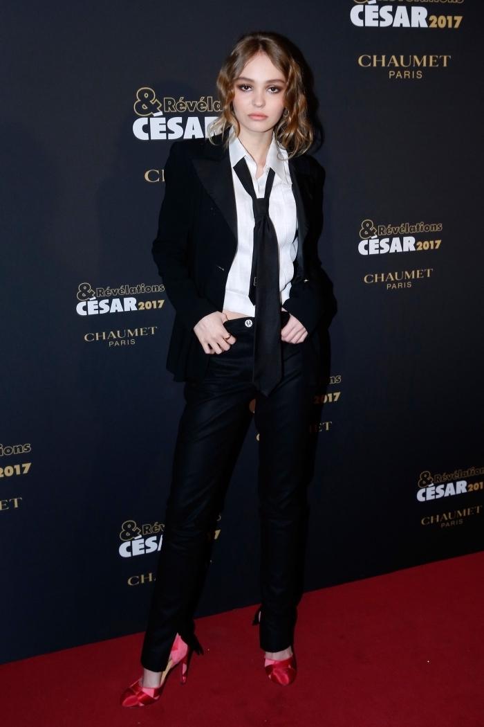 ensemble tailleur femme chic, tenue formelle femme en pantalon slim noir avec blazer noir et chemise blanche